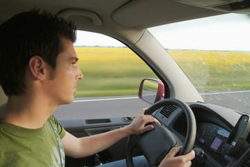 Mann fahren Auto, Seitenansicht