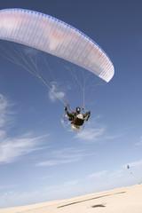 Paraglider in der Wüste