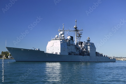 Ticonderoga class guided missile cruiser at sea - 10527562