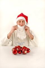 Weihnachtsmann mit Christbaumkugeln