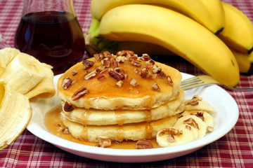 Pancakes with pecans and banana