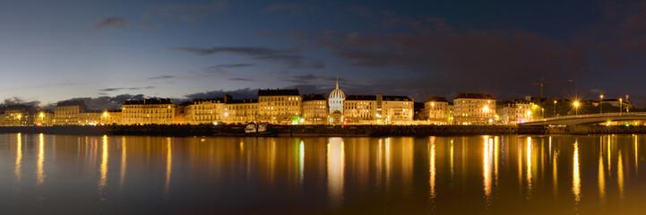 panorama sur la ville de Nantes de nuit