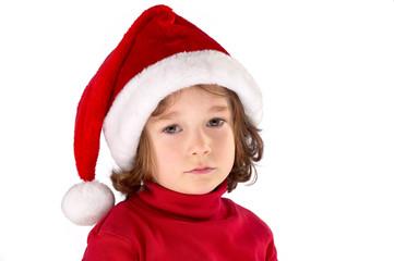 Kind mit Weihnachtsmütze traurig