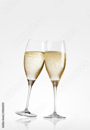 Leinwandbild Motiv zwei champagner gläser glas stehen stossen an