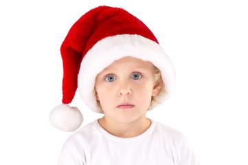 Mädchen mit Weihnachtsmütze traurig