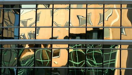 façade vitrée jaune verte