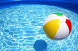 Leinwanddruck Bild - Beach ball floating on pool