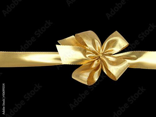 ruban doré et noeud sur fond noir