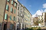 Maisons ensoléillées et terrain vague, Marseille, France. poster
