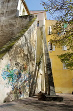 Poutre de soutènement tenant une maison, Marseille. France.