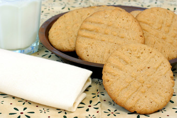 Peanut Buttercookies and milk