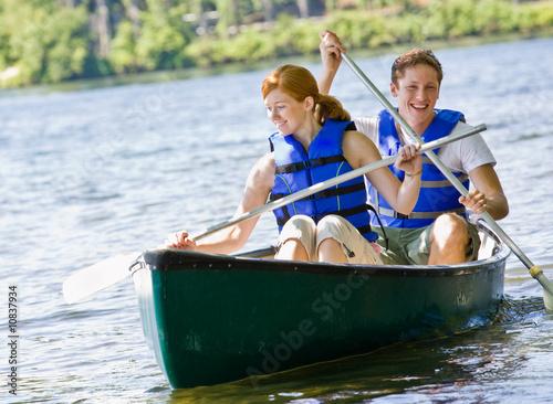 In de dag Kamperen Couple rowing boat
