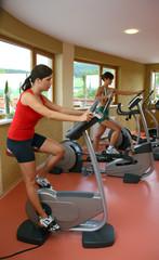 Frauen in einem Fitnessclub