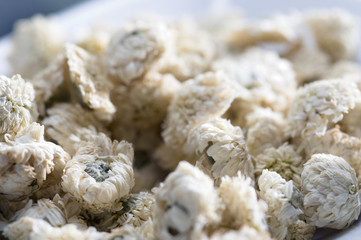 Dried camomile flowers (close-up)