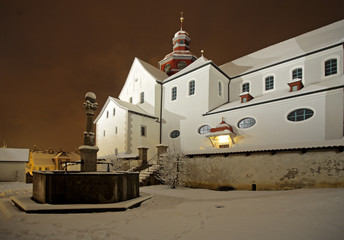 stift beromünster in einer winternacht