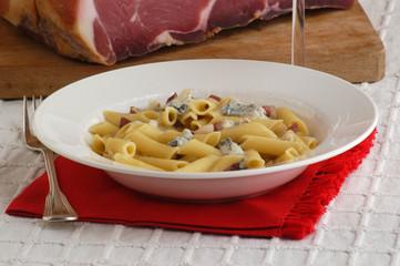 Penne speck e gorgonzola dolce - Primo piatto del Veneto