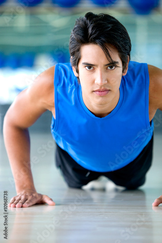 gym man doing push ups