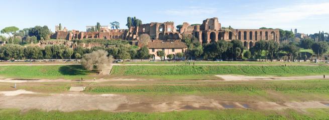 Colle Palatino visto dal Circo Massimo, Roma.