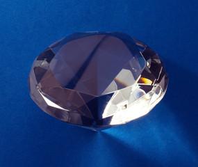 Diamant auf blauem Grund