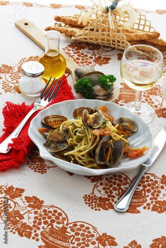 Spaghetti alle vongole - Primi piatti - Cucina tipica italiana Poster