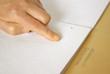 Braille-Text mit Finger gelesen