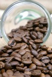 grains de café conservés dans un bocal de verre poster