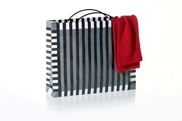 Einkaufstasche mit Pullover