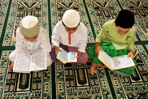 Islam, Childre Reading Koran - 11184954