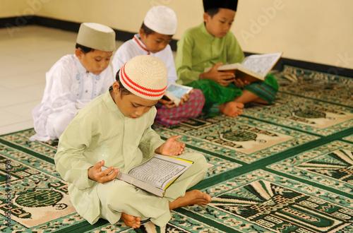 Islam, Children Reading Qur'an - 11184958
