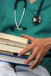 Doctor con libros