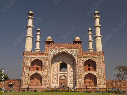 tomb of akbar agra