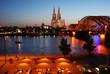 Kölner Dom mit Rhein bei Nacht