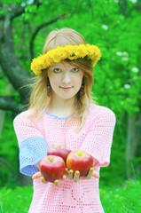 girl hold apple