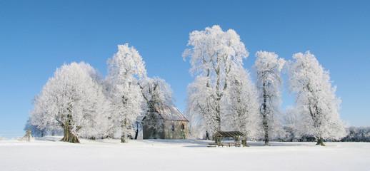 Werdigeshäuser Kiche in Eis und Schnee