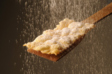 Crostolo con zucchero al velo