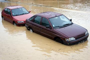 dégâts des inondations - voirures submergées