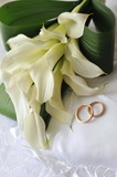bride bouquet and rings