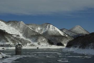 凍ったダム