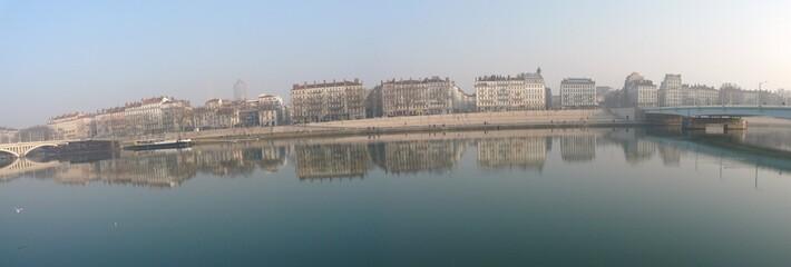 Vue des berges du Rhône