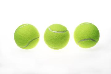 Três bolas de tenis