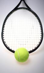 Raquete de ténis e bola