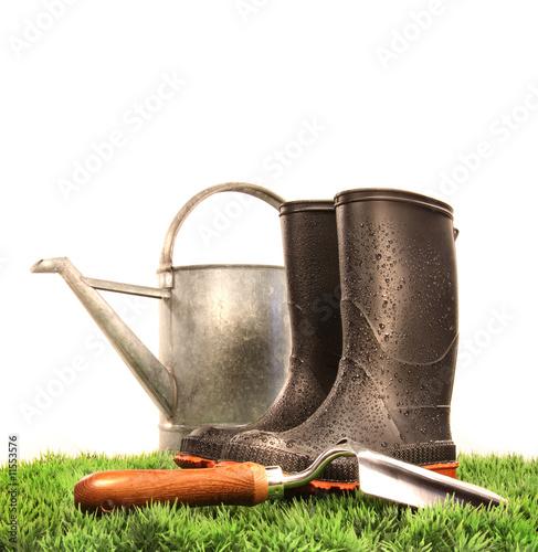 Kozaki ogrodnicze z narzędziem i konewką