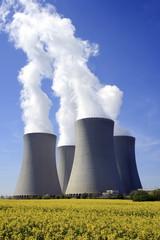 Kernkraftwerk Temeln in Rapsfeld, Tschechische Republik, Europa