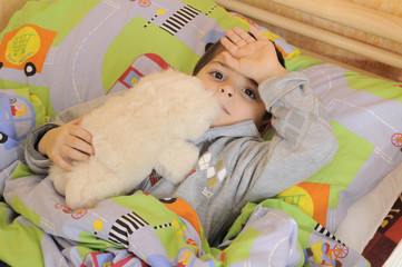 Bambino con l'influenza