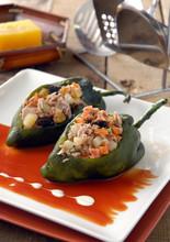 Papryka chili nadziewane tuńczykiem. Meksyk