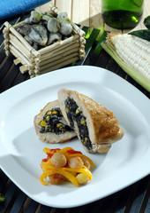 Pechuga de pavo rellena de huitlacoche (hongo mexicano)