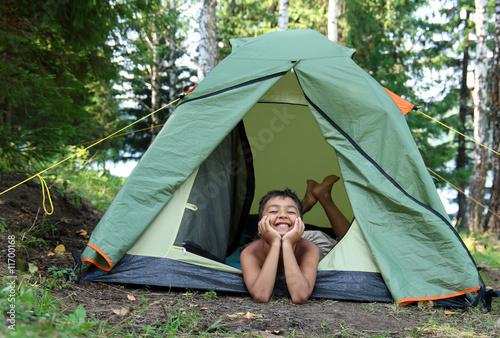 Fotobehang Kamperen happy boy in camping tent
