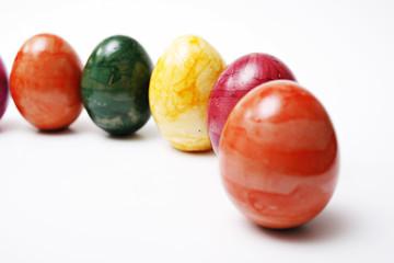 Ostern, Ostereier in einer Reihe