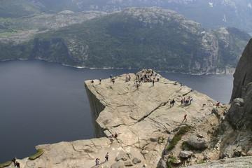 Blick auf den Preikestolen und den Lysefjorden - Norwegen