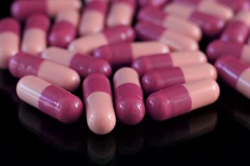Two-coloured medicine pills